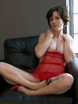 reality mature denuded lady pictures
