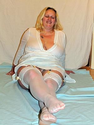 sexy mature women legs pics