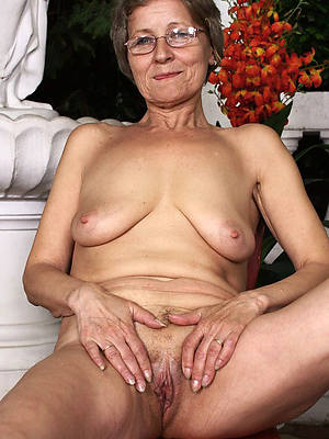 mature granny pussy posing nude pics
