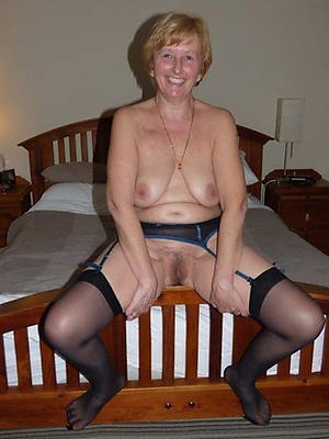 free mature housewives erotic pics