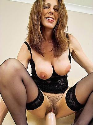 pornstar amateur mature woman masturbates