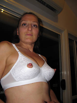 mature women nipples porn pic download