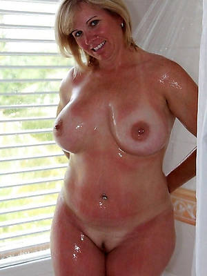 sexy despotic body mature here shower