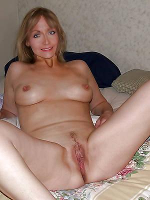 naked mature slut having sex