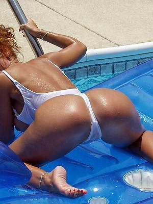 hot mature unreserved in bikinis