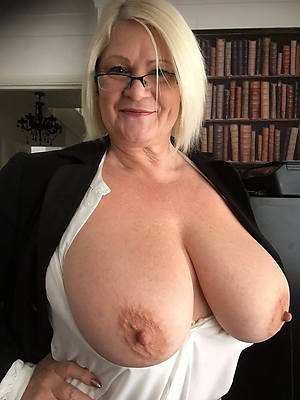 matures nigh glasses and beuty pussy