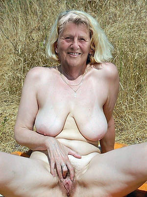 free porn pics for mature close to pussy
