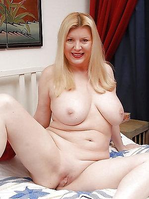 super-sexy bonny women nude portico