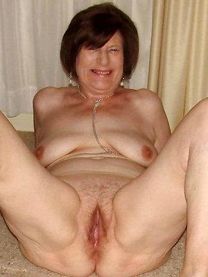 hottest nude womenposing nude