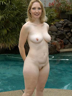 xxx nude mature women outdoors