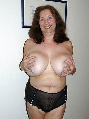 free pics of  mature hairy women's knickers