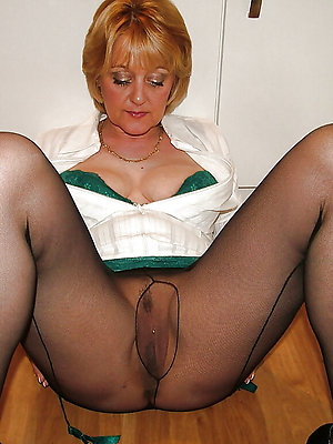 mature women in pantyhose stripped