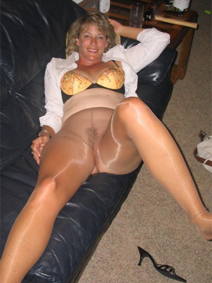 slutty mature women in pantyhose