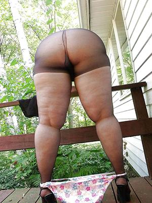 curvy mature gentlefolk in pantyhose