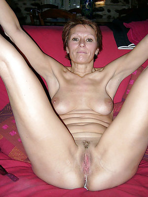 sexy mature pussy stripped