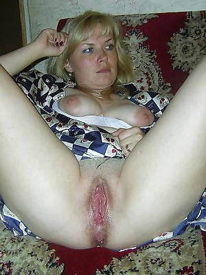 naked pics for mature blonde mom