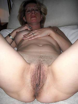 curvy mature hairy cunt pics