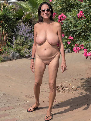 outdoor matures big pussies