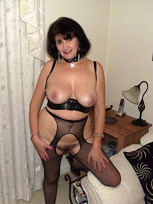 mature woman all round stockings shows pussy