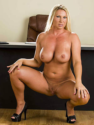 sexy naked mature mom porn pics