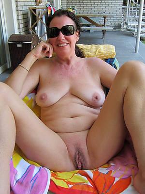 hot nude ladies outdoors photos