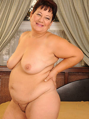 sweet old mature denuded women pics