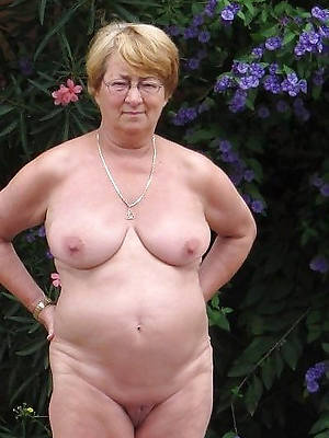 hideous old mature women shows pussy