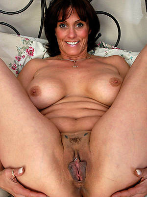 hot exposed adult moms