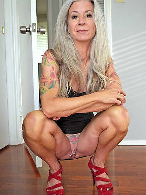 hot tattooed mature women tiro pics