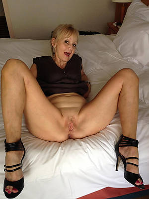 doyen mature wives shows pussy