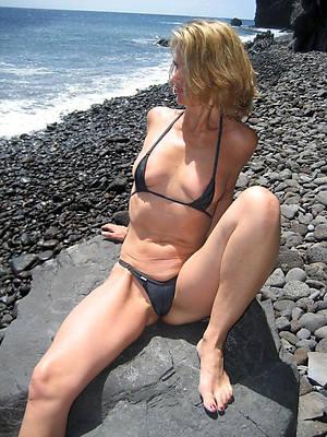 naked grown-up amateur bikini