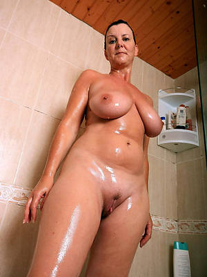 mature women in the shower pic