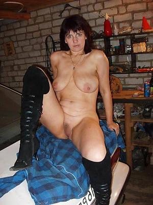 naked pics of hot brunette mature
