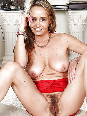 unsightly mature mom pussy