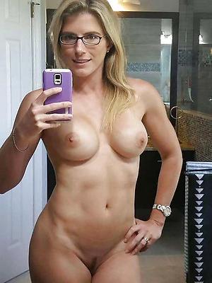 xxx free despondent selfies mature women