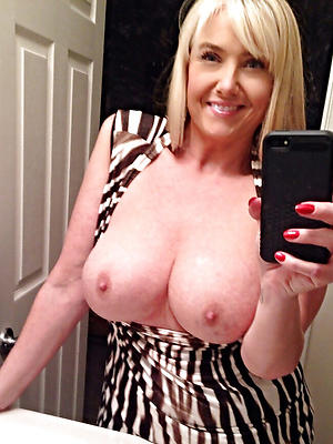 naughty mature lady sexy selfie