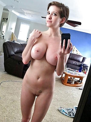 selfies of sexy mature women posing nude