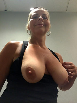 free pics of hot sexy grown-up women selfies