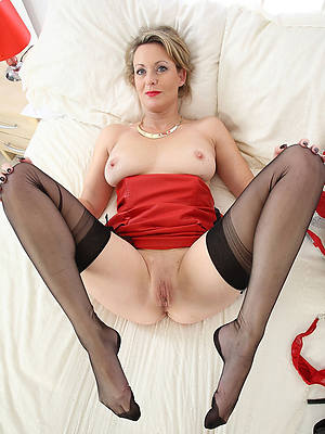 grown up milf anent stockings