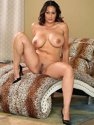 mature latina soles home pics