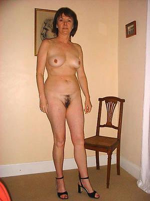 unconforming porn pics of mature woman in heels