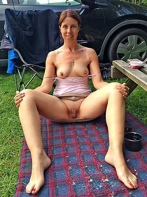 mature outdoor pussy