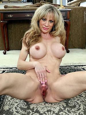 free hd horny elderly women porn colonnade