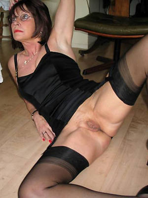 xxx mature stockings shows pussy