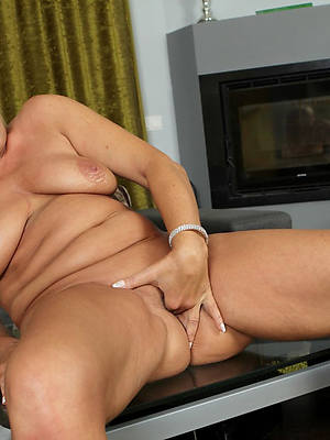 naked mature mom masturbate