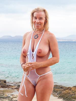 hot glum mature in bikini pics