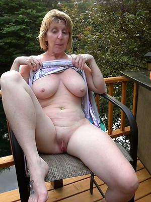 naughty grown up housewives porno pics