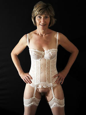 grown up lady in lingerie hot pics