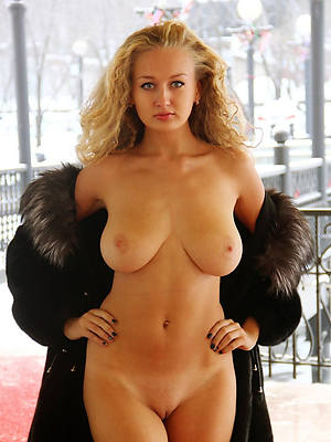 mature women 30 shows pussy