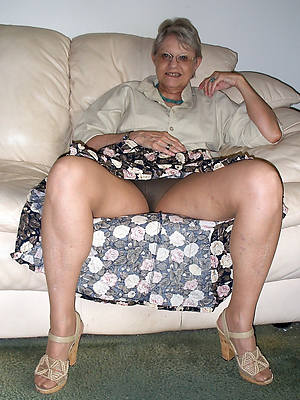 naked sexy grannies shows pussy
